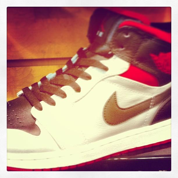 Air-Jordan-1-Retro-Kilroy-colorway-christmas-sneakeraday-sneaker365-like-liker-likes-liketeam-likeal