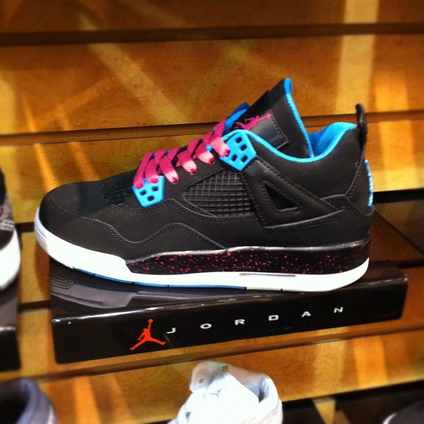 Girls-Miami-Air-Jordan-4-sneakeraday-sneaker365-like-liker-likes-liketeam-likeall-likealways-liking-