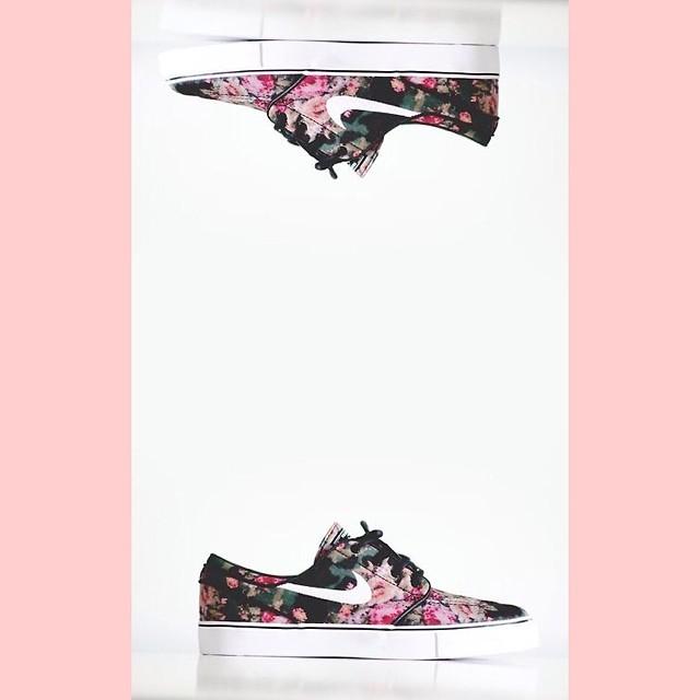 nike-janoski-floral-nike-sneaker-wdywt-sneakerwalhalla-kicksforchicks-sneakeraday