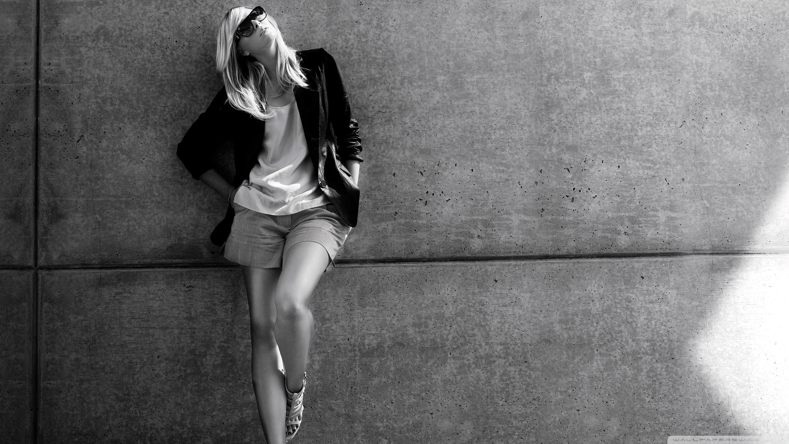 fashionable_girl-wallpaper-2560×1440