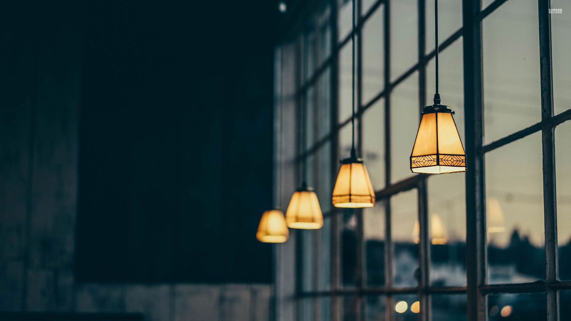 vintage-lamps-in-the-window-30095-2560×1440