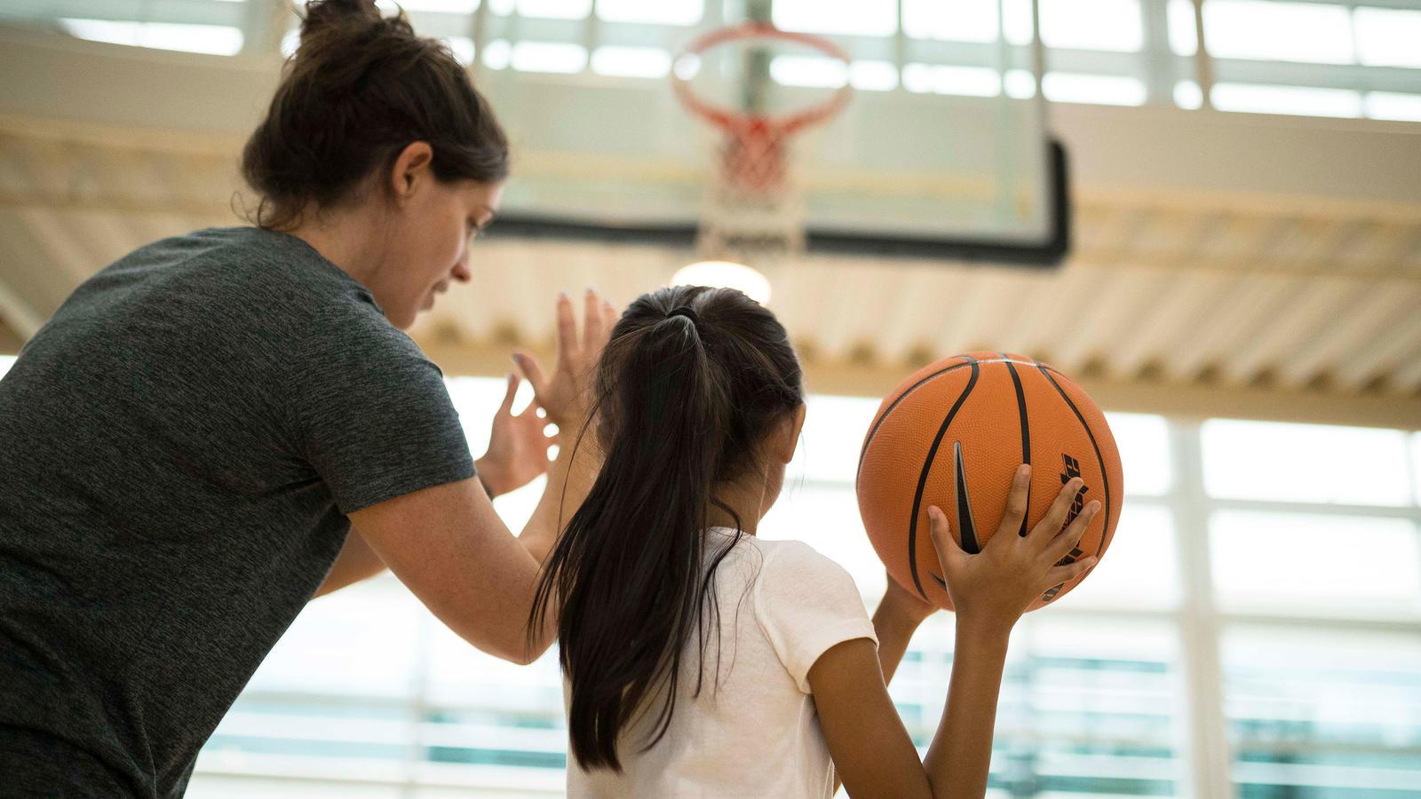 nike-how-to-coach-kids-app-coaching-girls