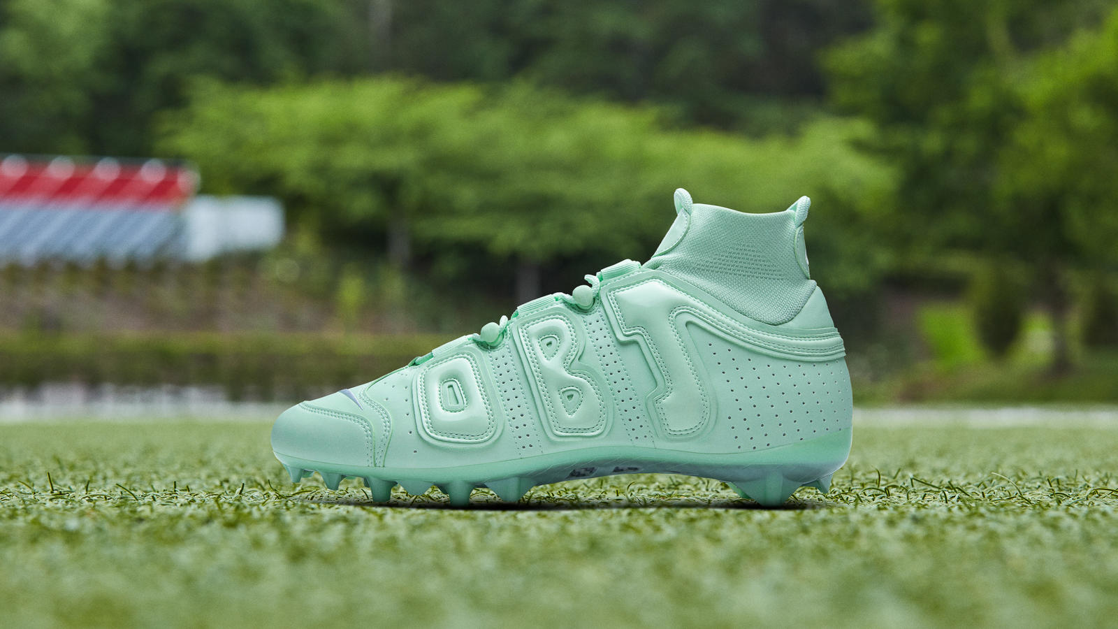 obj-week-10-pregame-cleat-nike-air-frosted-spruce